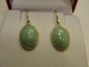 Vintage Apple Green Jade Gold Earrings
