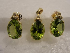 Jabberjewelry.com Peridot Diamond Gold Earrings Pendant Set