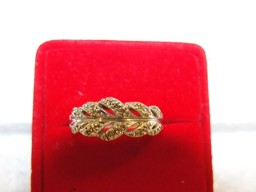 Jabberjewelry.com White Gold Ribbon Style Diamond Band Diamond Ring