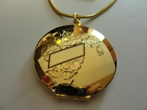 Jabberjewelry.com Vintage 60's Picture Locket Like New