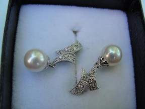Jabberjewelry.com White Gold Pearl Diamond Dangle Earrings