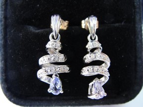 Jabberjewelry.com Tanzanite & Diamond White Gold Dangle Earrings