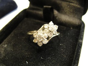Vintage White Gold Diamond Flowers Ring