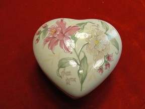Signature Prima Floral Heart Trinket Box