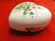 Avon 1976 Hand Painted Heart Trinket Box